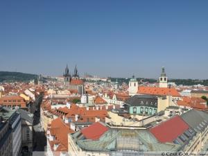 Widok z tarasu na Bramie Prochowej w Pradze