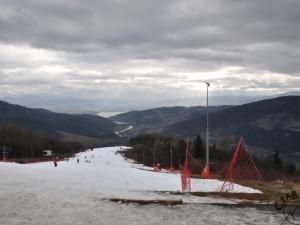 Śšnieg na stoku Góry Żar dla narciarzy zawsze się™ znajdzie :)