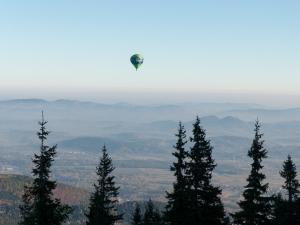 W dole Karpacz, w górze balon :)