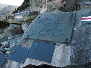 Martwym ku pamięci. Żywym ku przestrodze. Symboliczny Cmentarz Ofiar Gór pod Śnieżką