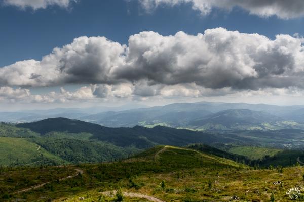 W stronę Beskidu Żywieckiego. Babia w chmurach