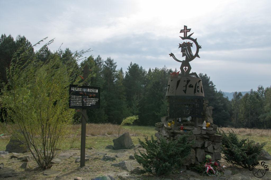 Pomnik wykonany z wieży czołgu Vickers ku czci żołnierzy