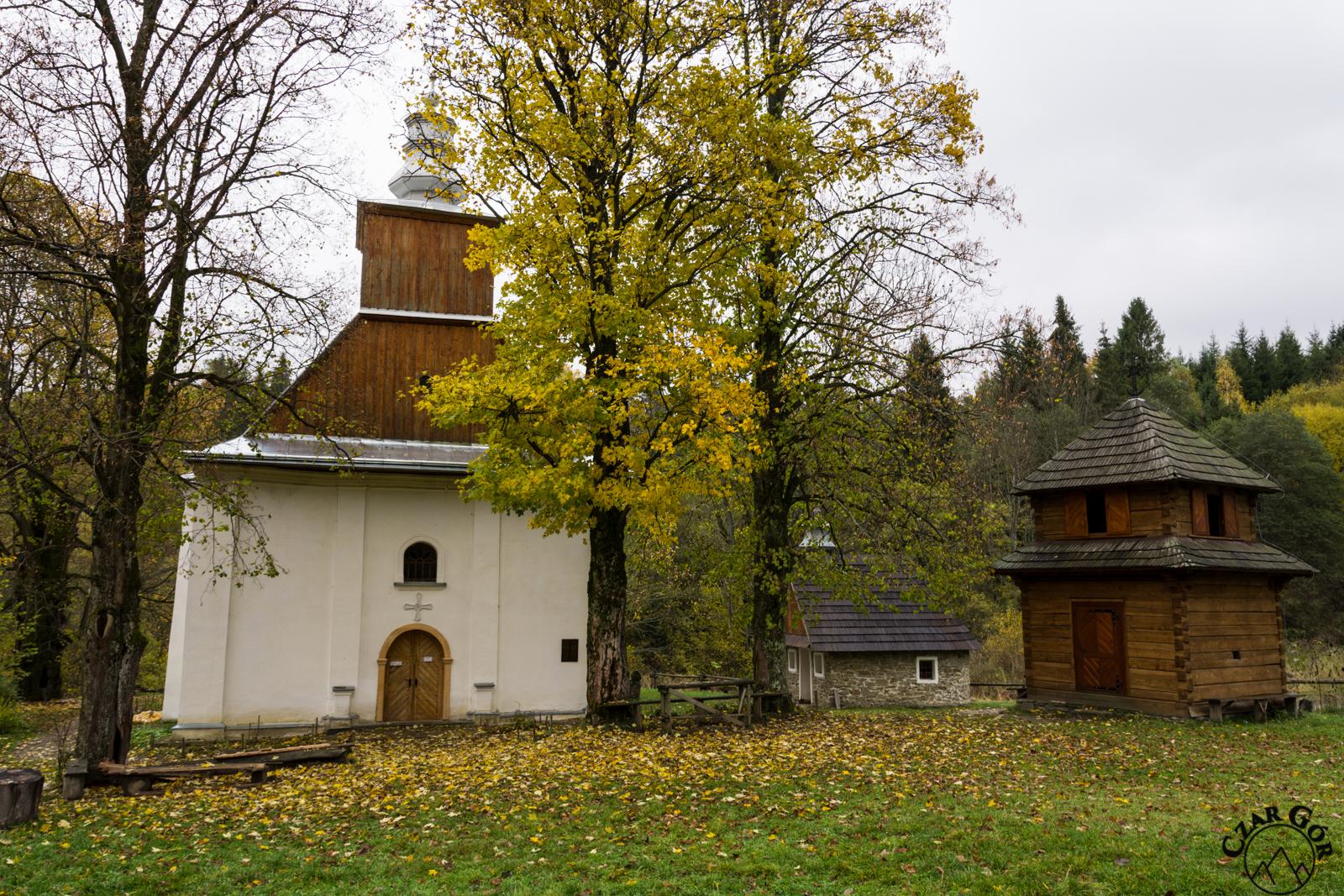 Cerkiew w Łopience i zrekonstruowana dzwonnica