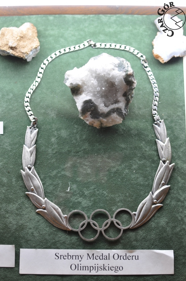 Srebrny Medal Orderu Olimpijskiego. Jeden z...