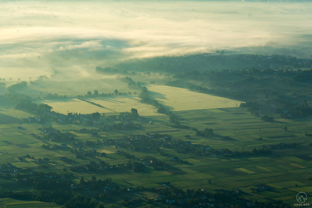 Poranne mgły w Kotlinie Żywieckiej
