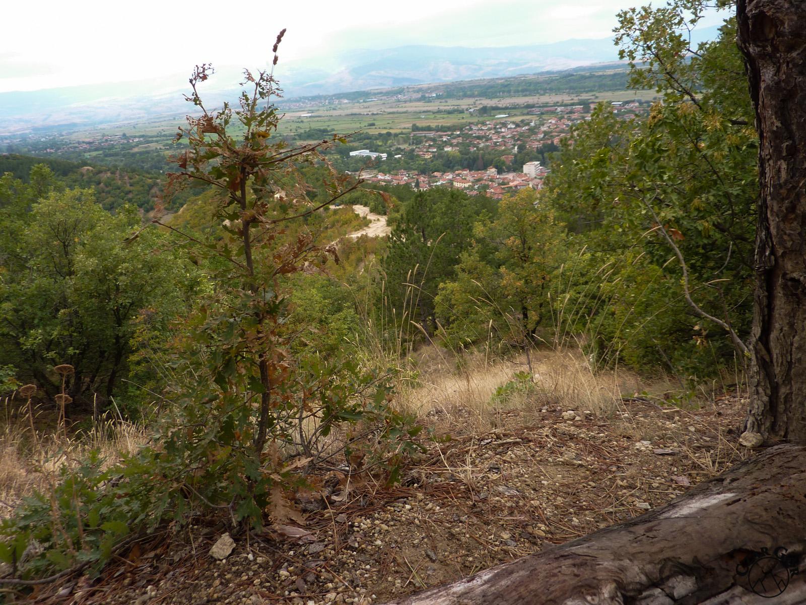 Piękne panoramy. W dole wioska Stob