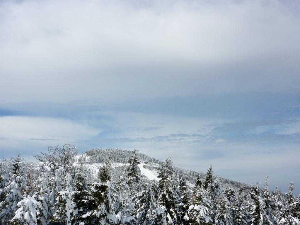 Zimowa aura podczas wycieczki skiturowej