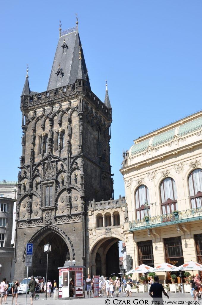Brama Prochowa w Pradze (Prašná brána)