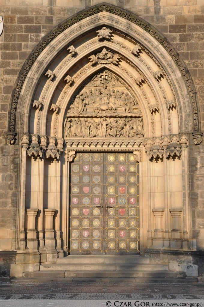 Brama kościoła św. Piotra i św. Pawła na Wyszehradzie