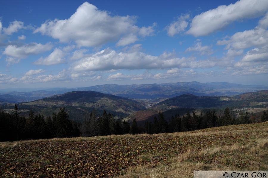 Z Hali Pawlusiej w stronę Beskidu Śląskiego - na pasmo Skrzycznego i Baraniej Góry