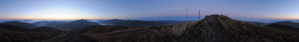 Panorama z Połoniny Wetlińskiej o wschodzie Słońca
