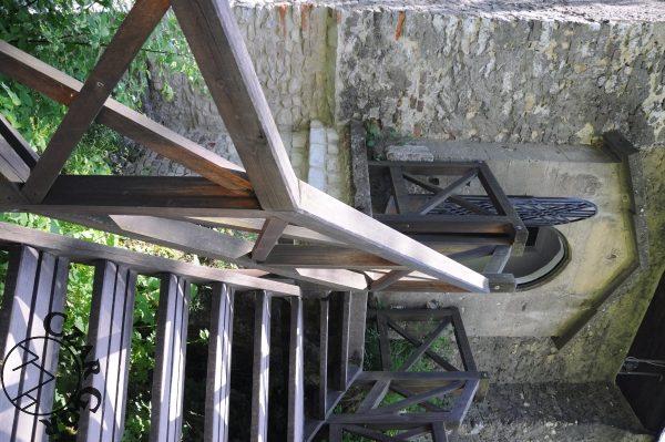 Schody do bramy wjazdowej