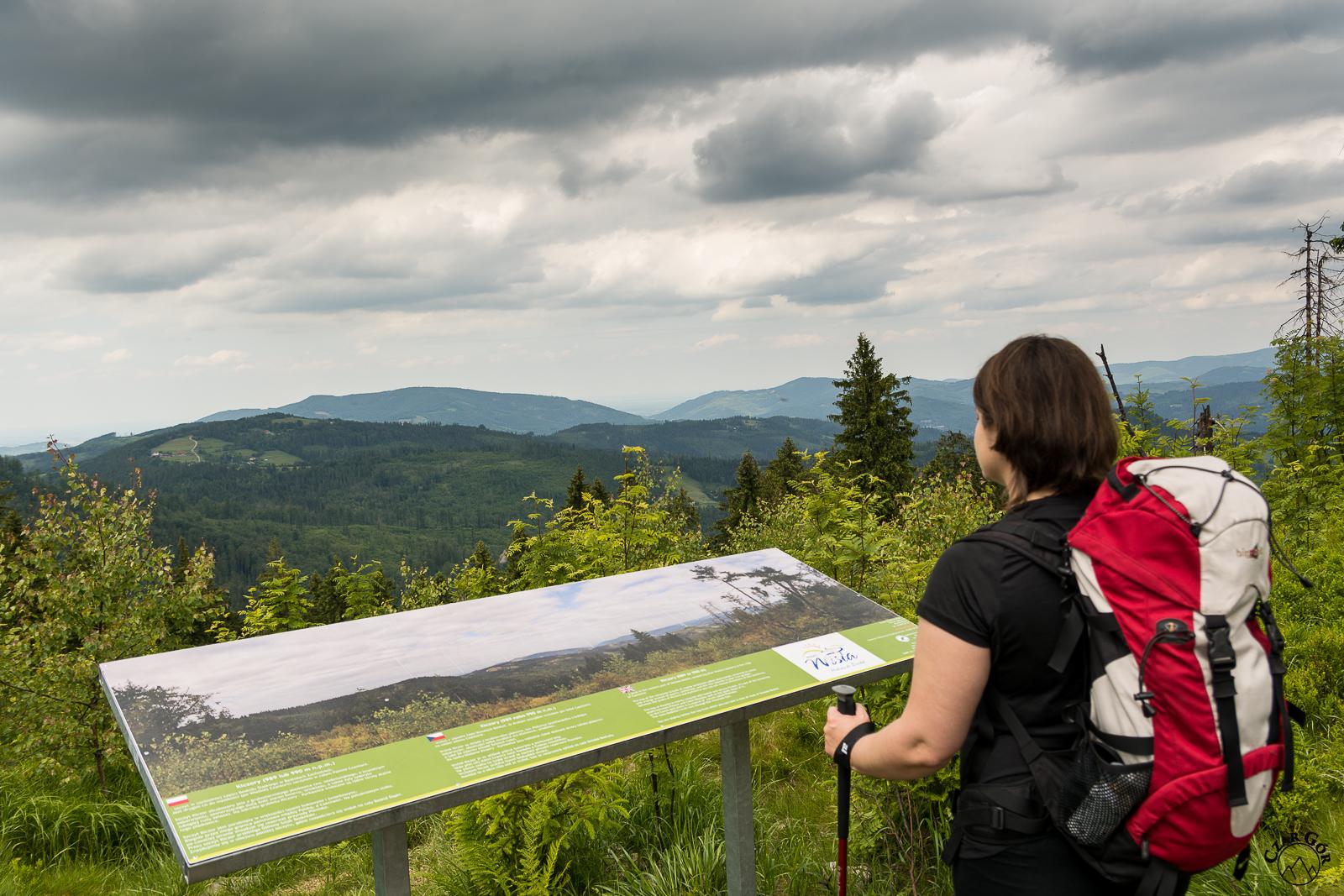 Punkt widokowy z panoramą na Beskid Śląski. Kiczory