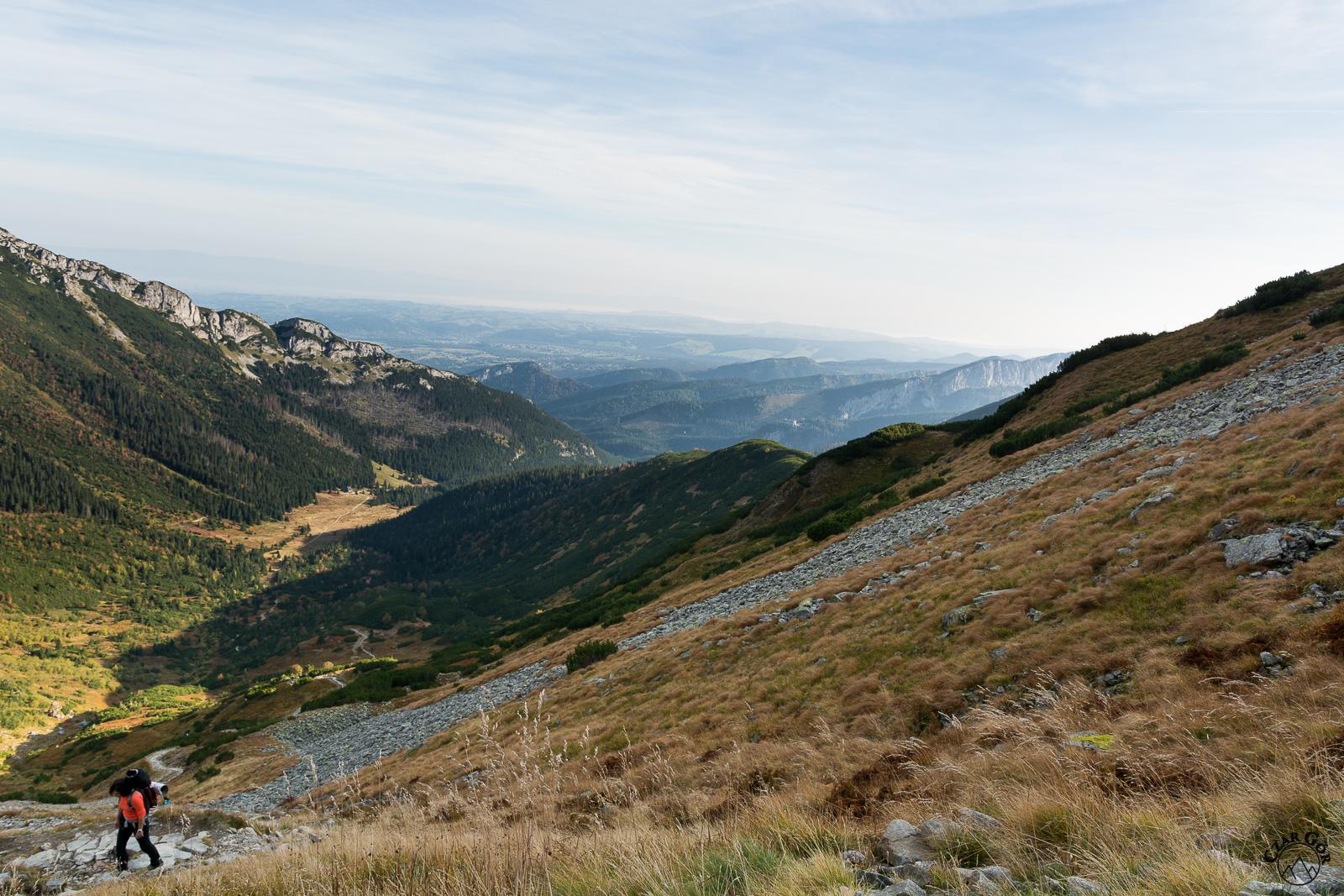 W dole Dolina Kondratowa, po prawej ramię Łopaty, z którego zjeżdżaliśmy na skiturach :)