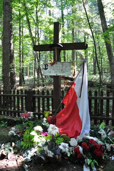 Mogiły żołnierzy ZWS-AK zamordowanych przez hitlerowców w 1943 roku