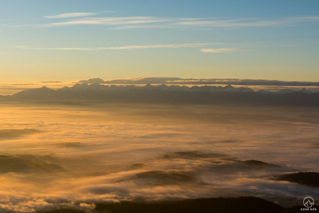 Wschód słońca, morze chmur i Tatry