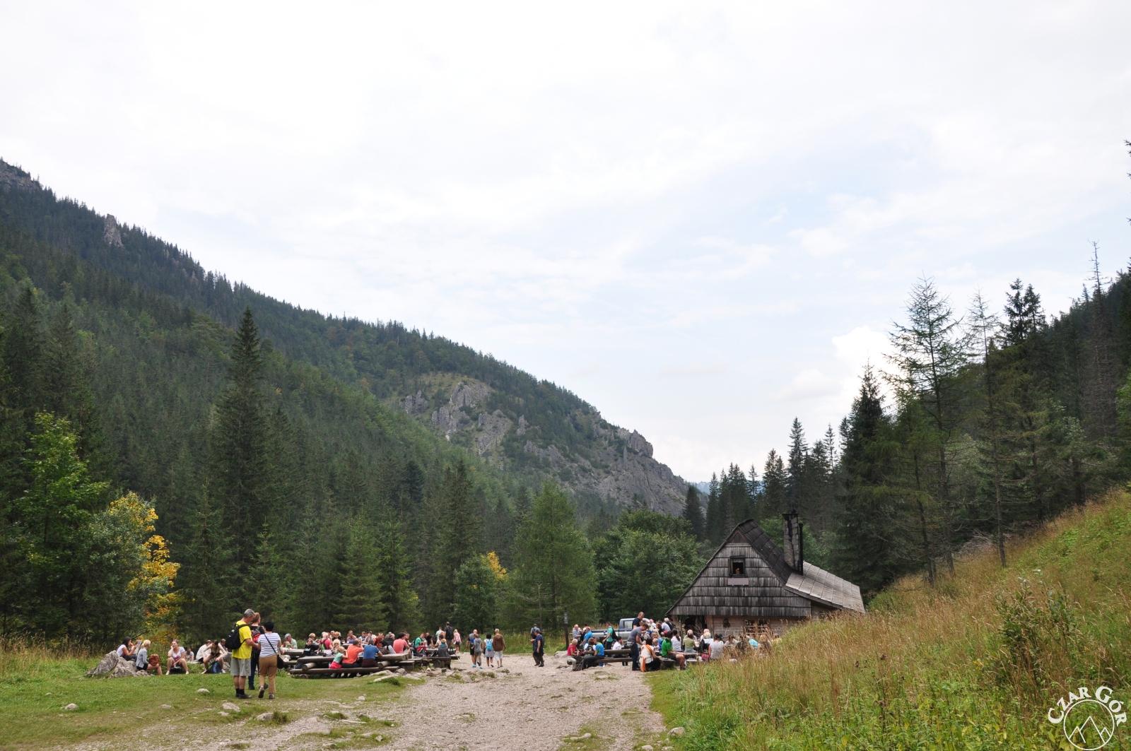 Polana Strążyska pełna turystów