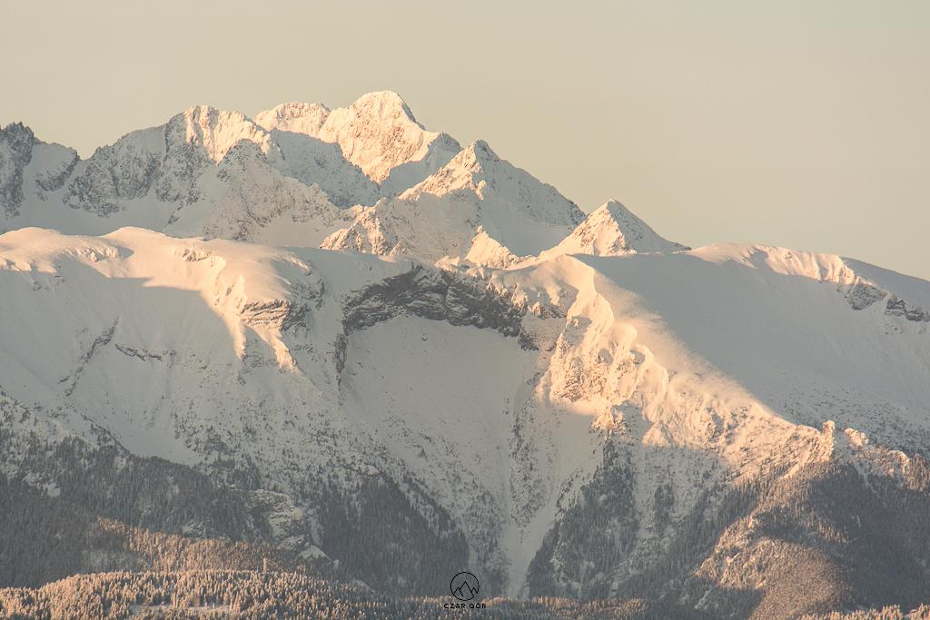 Tatry o wchodzie słońca z Wysokiego Wierchu