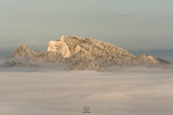 Trzy Korony zimą w Wysokiego Wierchu. W oddali Babia Góra