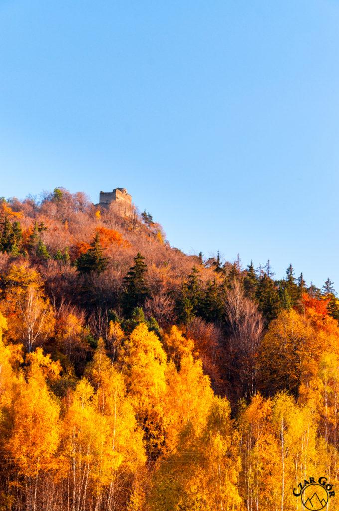 Zamek Chojnik dumnie stojący na wzgórzu
