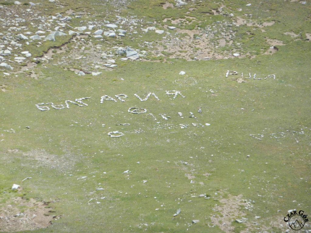 Tradycyjne napisy na stokach i pod Wichrenem
