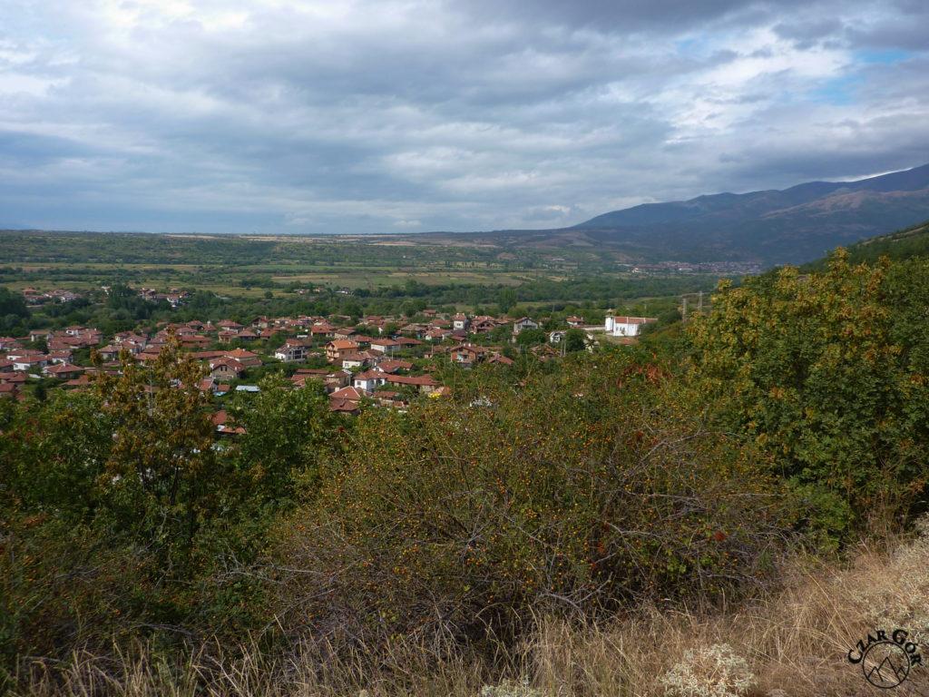 Piękne panoramy na wioskę Stob