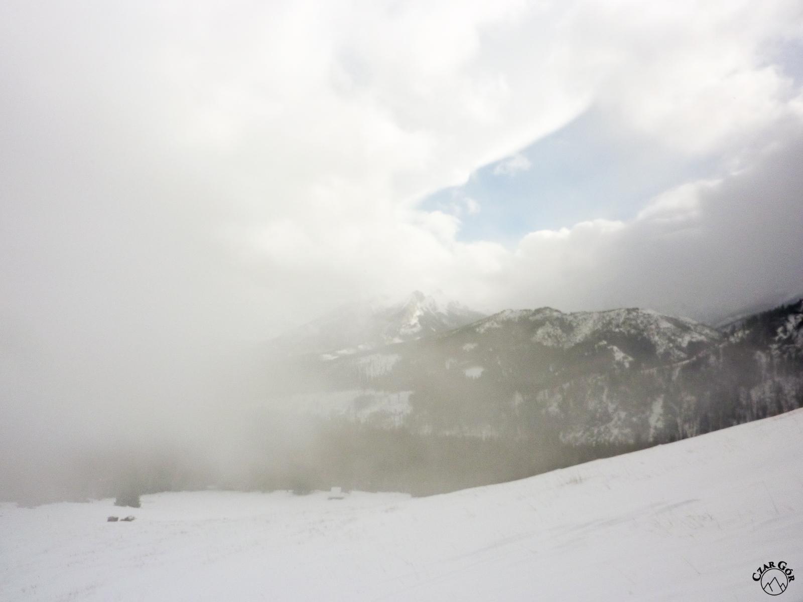 Jeszcze trochę wyżej i robię zdjęcie. Jeszcze trochę i... wszystko zakryły chmury