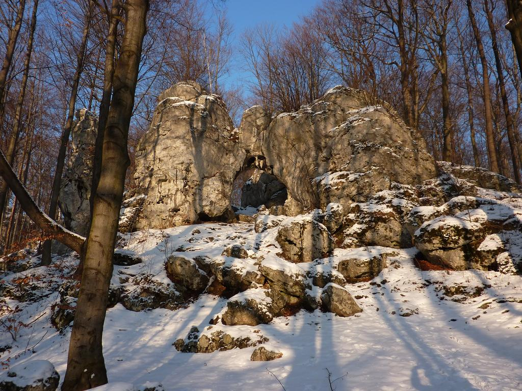 Brama Twardowskiego w Złotym Potoku