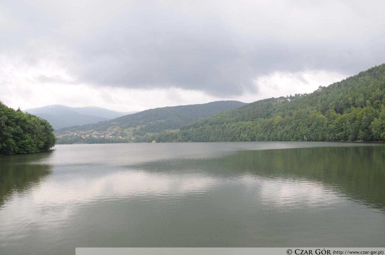 Jezioro Międzybrodzkie z zapory w Żarnówce Małej