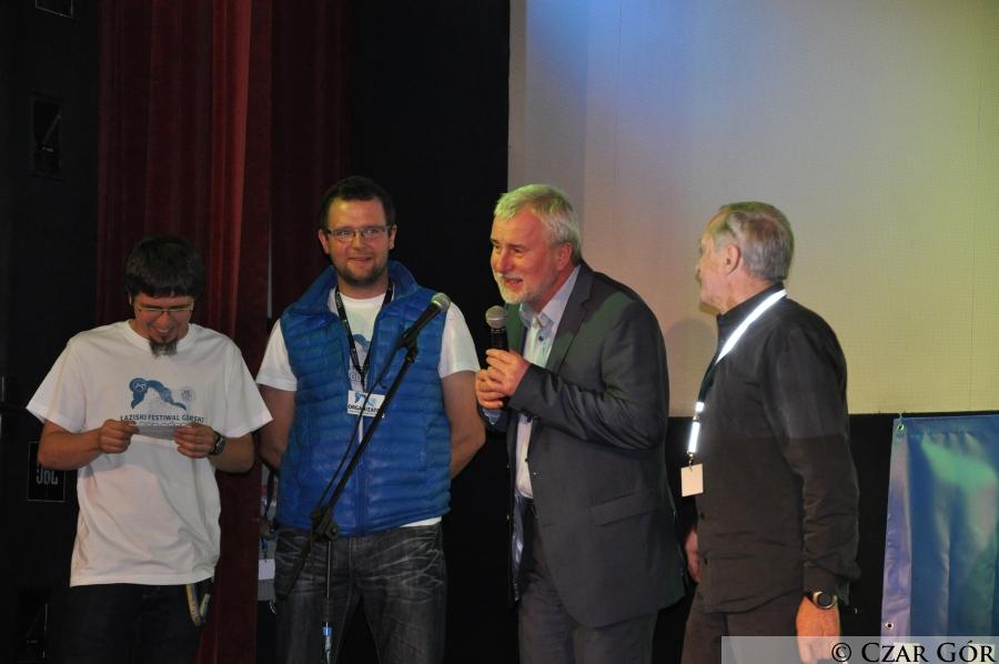 Krzysztof Wielicki z Burmistrzem miasta Łaziska Górne oraz organizatorami