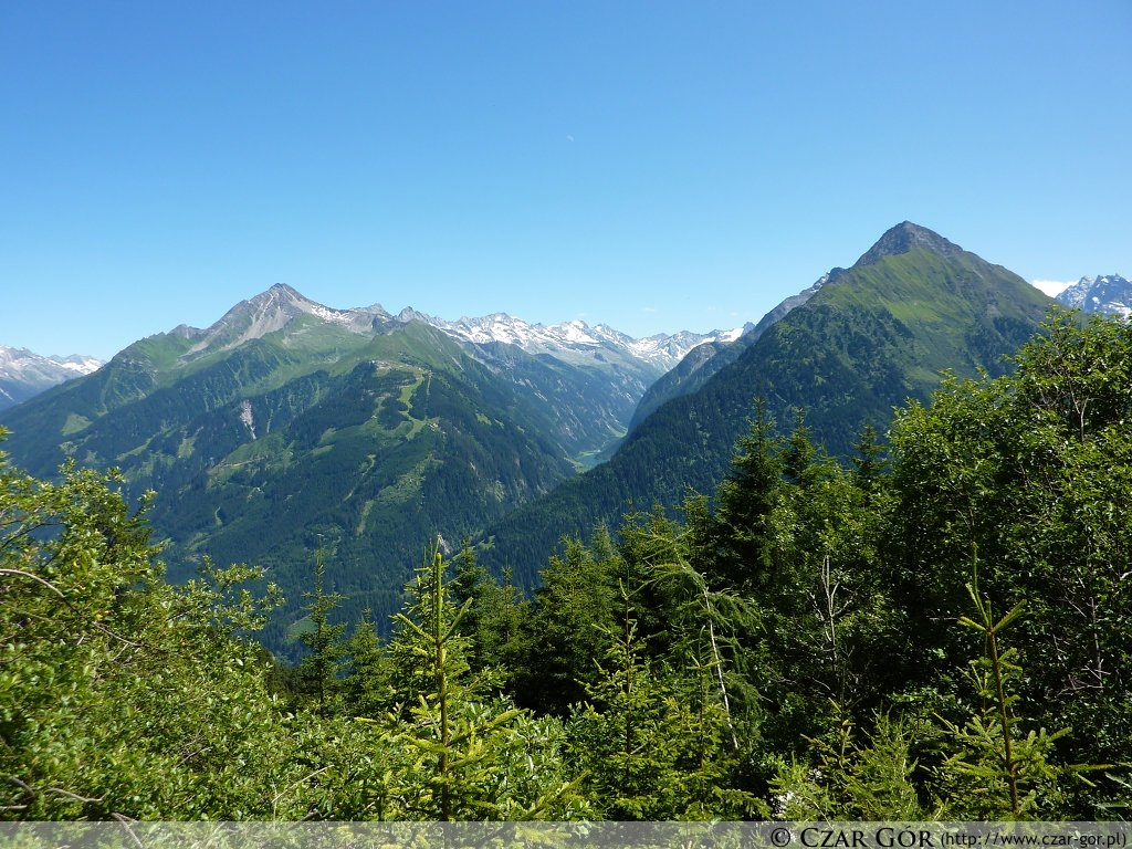 W drodze na szczyt. Po prawej - Tristner (2765 m n.p.m.), po lewej - Ahornspitze (2973 m n.p.m.).
