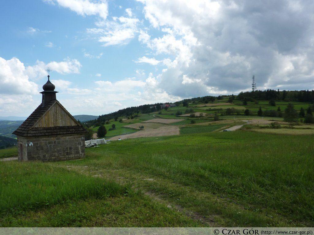 Murowana kapliczka w pobliżu Koskowej Góry