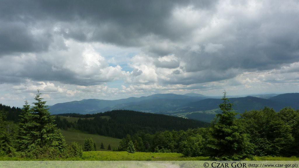 Panorama spod szczytu Rycerzowej w stronę północnego wschodu