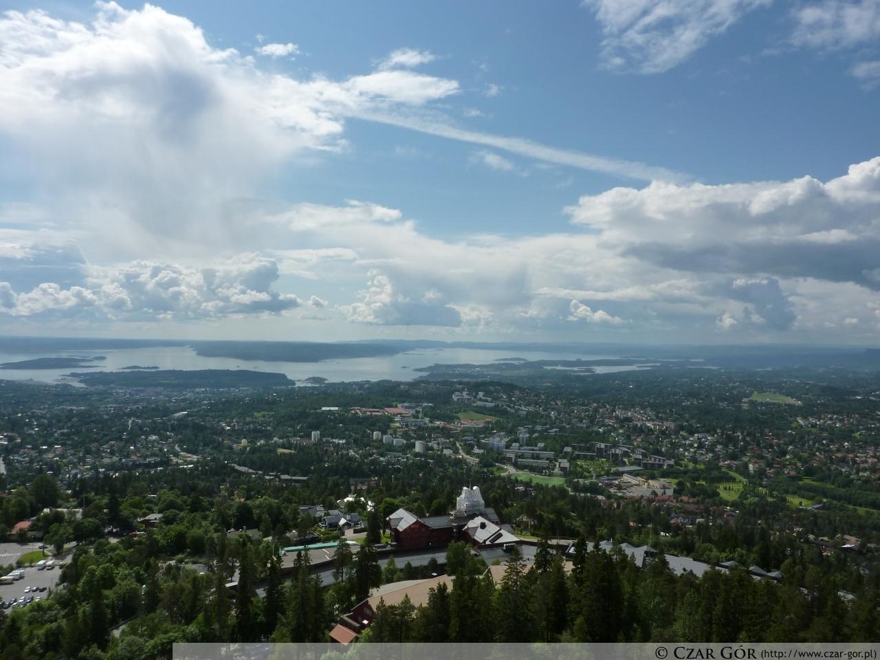 W stronę Oslo ze skoczni w Holmenkollen, Oslo